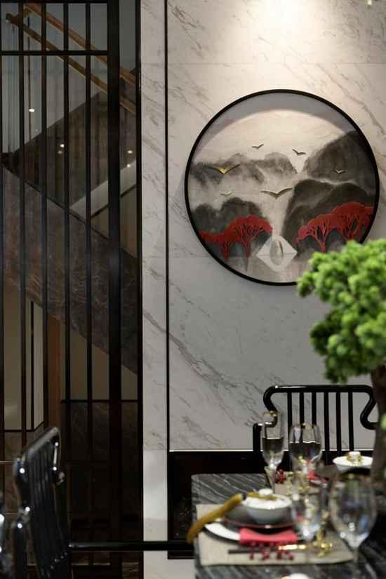 """挑高的客厅""""博古通今"""",一抹朱砂红点燃生活热情,这个240㎡的新中式四居室有灵魂~"""