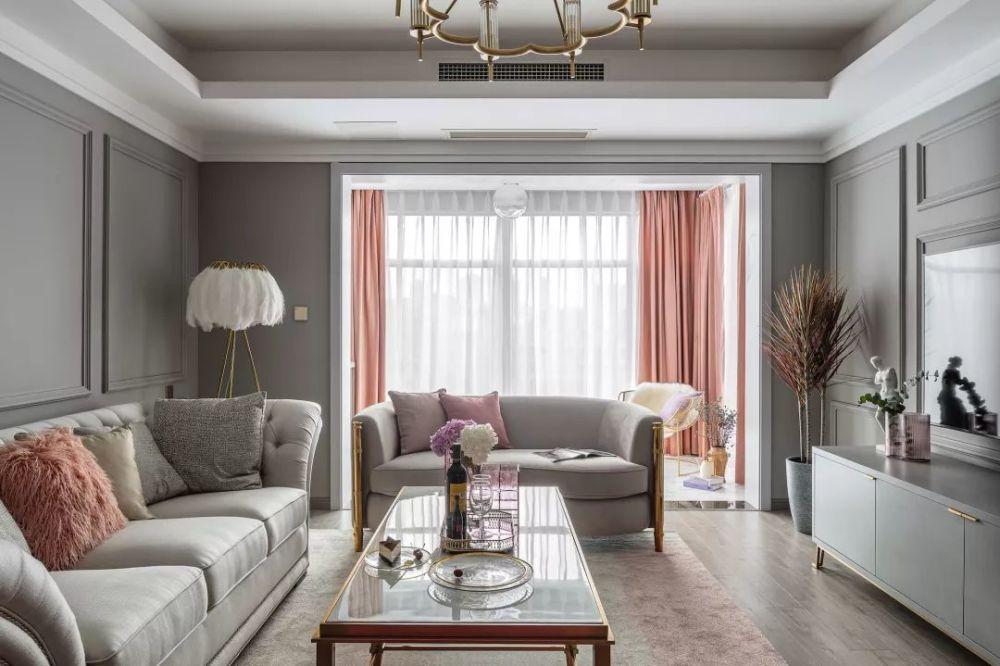 请问灰色墙面配什么颜色的窗帘好看?